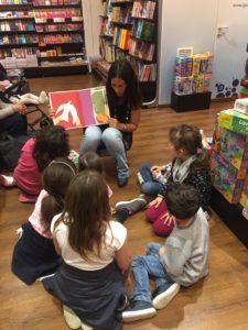 Letture in libreria per i piccoli.